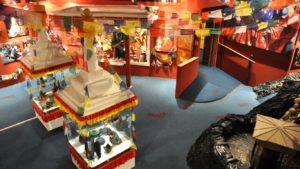 Nepál je pestrou směsicí prožitků